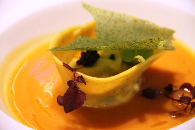 Vincenzo Guarino: tortello con cuore di ricciola broccoli provola in salsa bouillabaisse