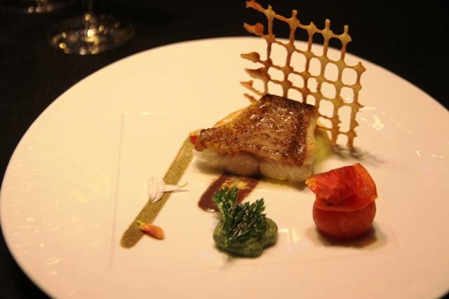 Luigi Tramontano: cernia all'olio con pesto di lattuga di mare, salsa di olive taggiasche patate allo zafferano
