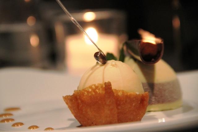 gelato di zucca e vaniglia con dietro un souffle alle castagne